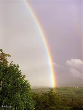 Aan het einde van de regenboog staat een ... geen pot met goud, maar onze bungalow. Foto is genomen vanaf de veranda.