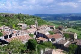 Het dorpje Mirabel van boven gezien. Deze foto is genomen bij de Tour de Mirabel / Toren van Mirabel.
