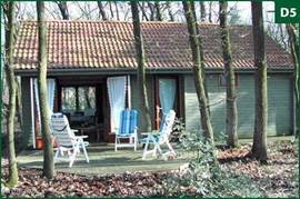 Leuk 4 persoons vakantiehuisje in rustige bosrijke omgeving van Marienberg/Beerze. Volop gelegenheid om te wandelen bv de Pieterpad route of een van de andere uitgezette wandelroutes en om te fietsen (ook atb routes).