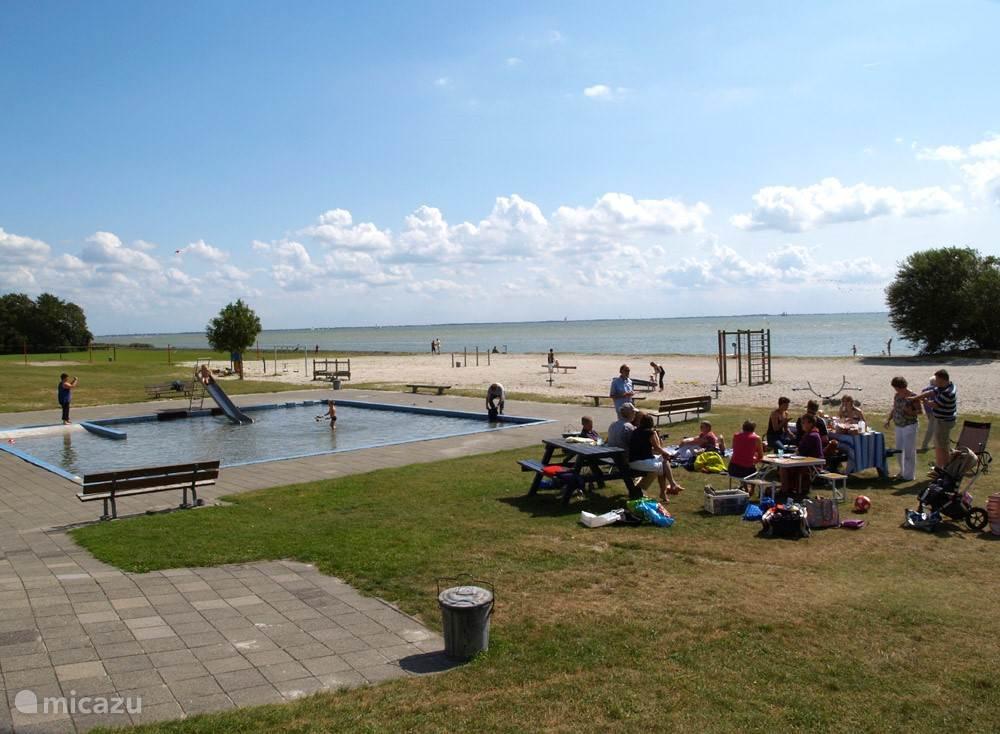 Het IJsselmeer is op loopafstand.