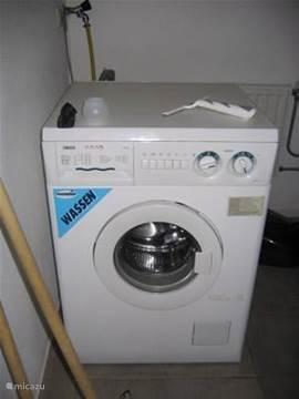 In de berging staat deze wasmachine