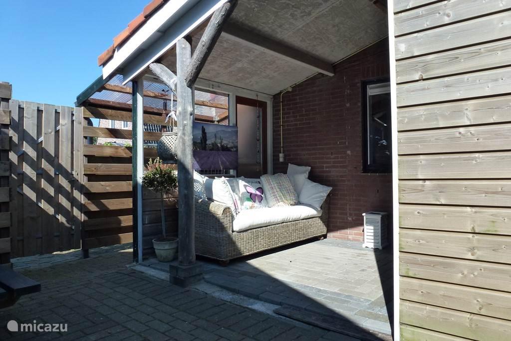 Lekker chillen op de veranda.........