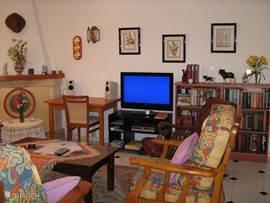 HDTV in de woonkamer en slaapkamer. Woonkamer is voorzien van airco en verwarming.