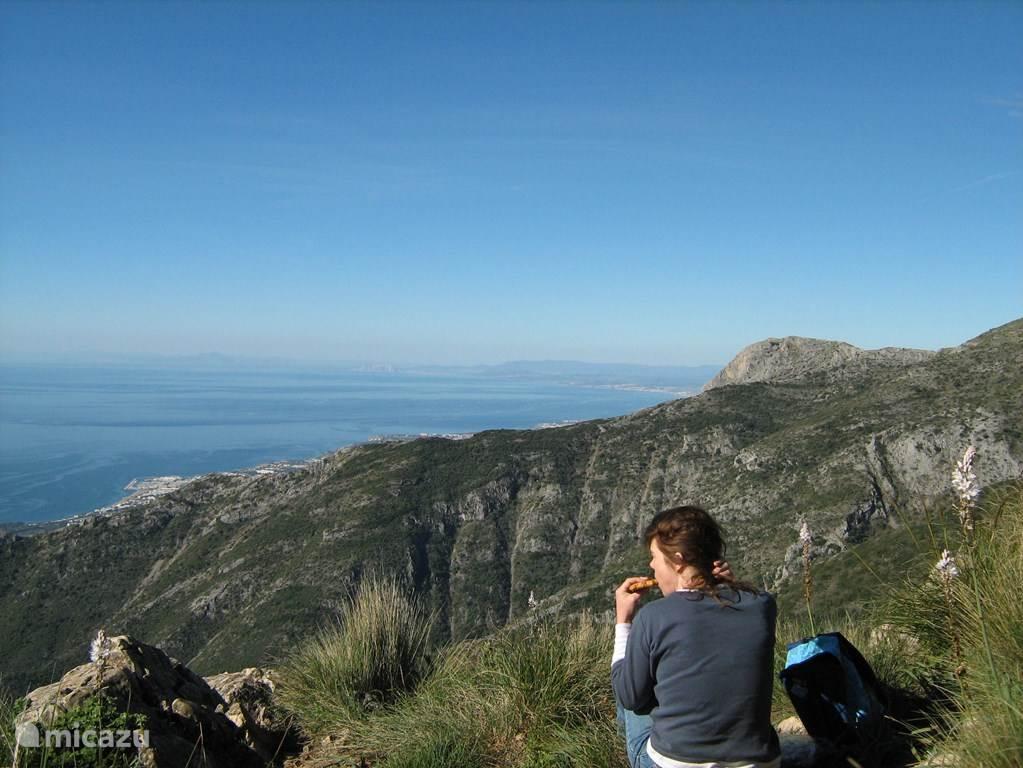 Wandeling in het nabijgelegen natuurpark met uitzicht op de Costa del Sol.