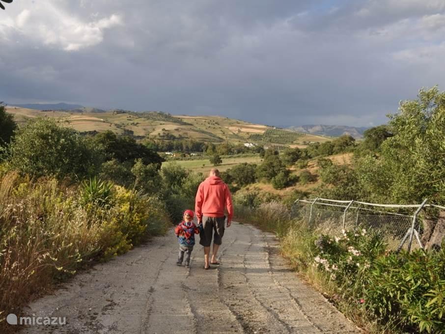 Wandelen vanuit El Sigiloso naar de rivier of door de heuvels.