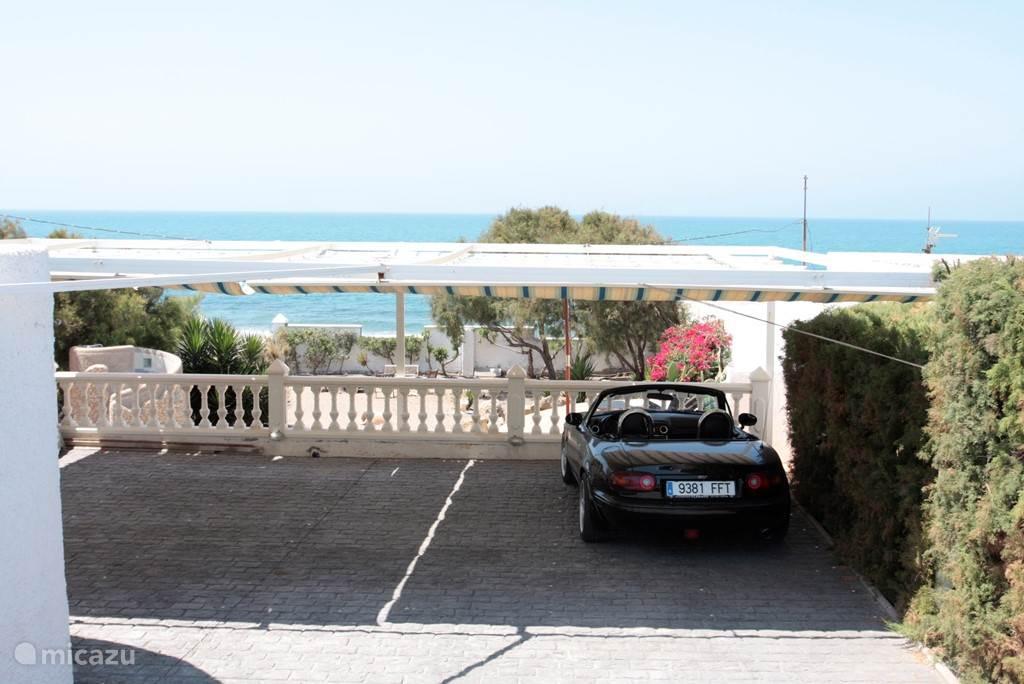3 Parkeerplaatsen onder het zonnescherm