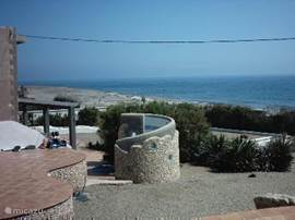 Zicht vanaf een van de terrassen met uitzicht op de Buitendouche en Zee als achtergrond