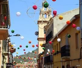 Feesten..de Spanjaard leeft er het hele jaar naar toe..ieder dorp heeft zijn eigen patroon heilige, zijn eigen trots op...en een hoop fleur en kleur.