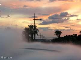 De futuristische fontijnen, bij de pretparken van Benidorm bieden een spectaculaire aanblik bij ondergaande zon.De pretparken zelf zijn ook groots en de moeite waard.Vaak zijn er entree -combi-bonnen te koop.( twee parken kortingsbon)