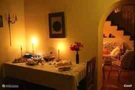 Wanneer u s'avonds laat aankomt is een tapas-menu in uw eigen woning zeker lekker, makkelijk en een goede start van uw vakantie