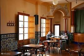 De coöperatieva, een locale bar, ontmoetingsplek in Parcent. Heerlijk tapas en een mooie ambiance