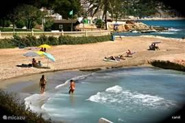 een strandje tussen Calpe en Moraira in, eind september en heerlijk weer.