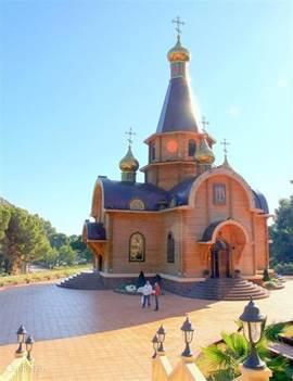 De rijke Russen in Altea  bekostigden de bouw van deze mooi Russisch Orthodoxe kerk.Een bezoek waard.