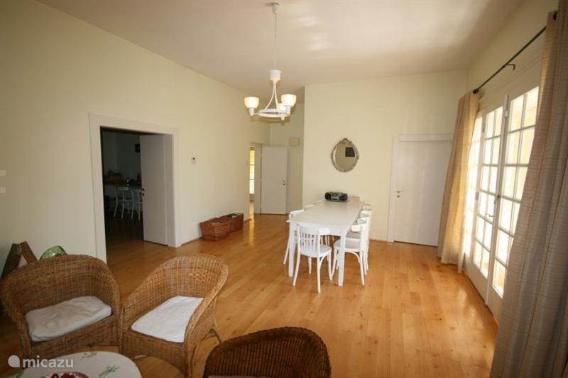 Tuingerichte woonkamer 32 m2