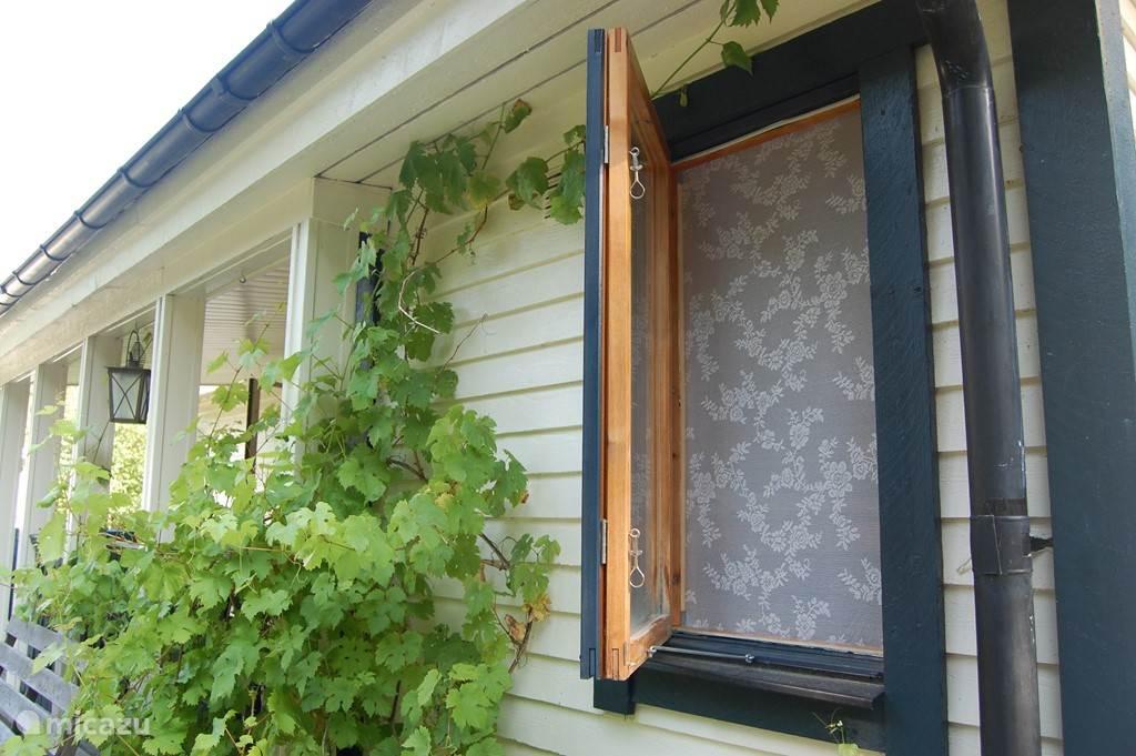 Alle slaapkamer ramen zijn voorzien van klikhorren.