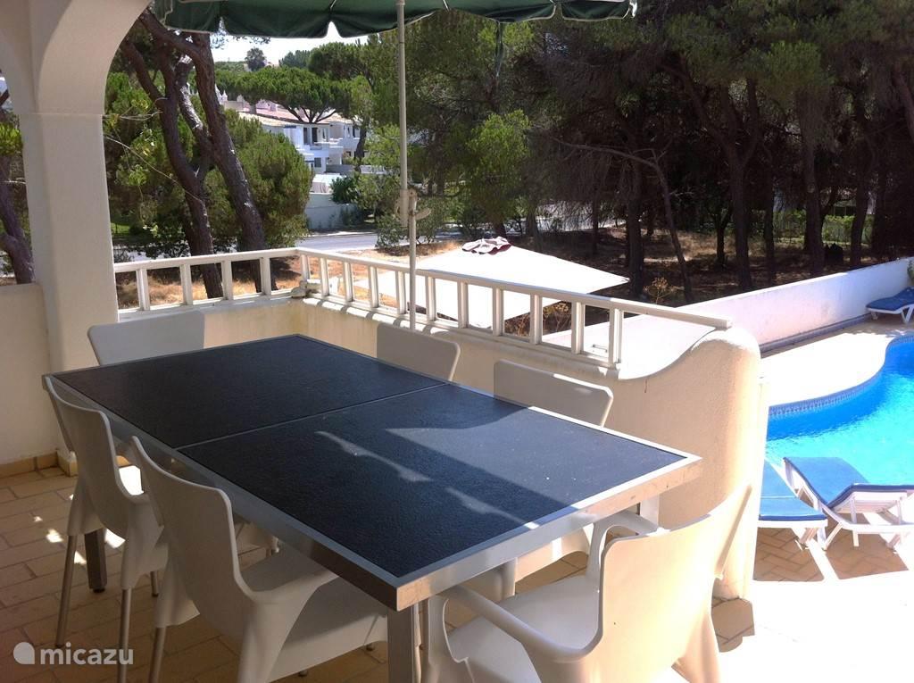 Villa Alegria, zonnig terras (goede locatie voor ontbijt)