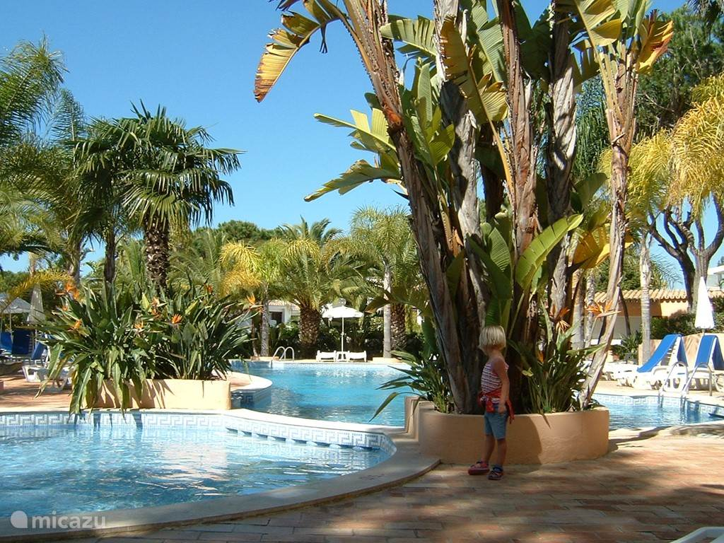 Vale do Garrao gemeenschappelijk zwembad 1