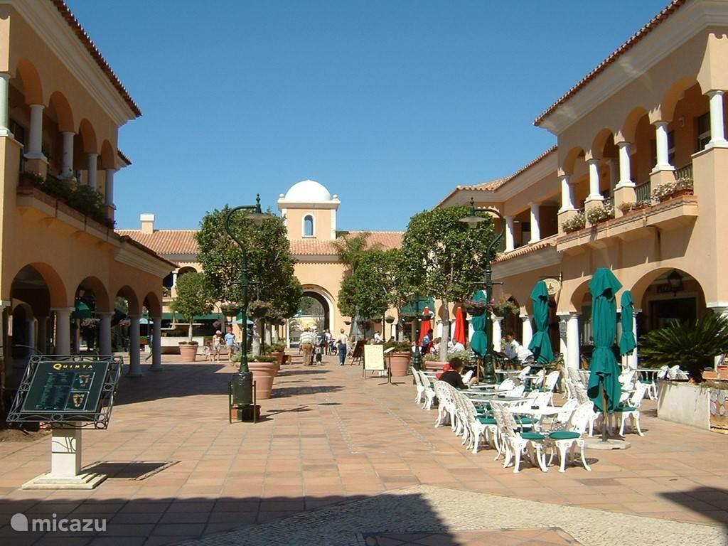 Quita Shopping (2,5 km van villa Alegria)
