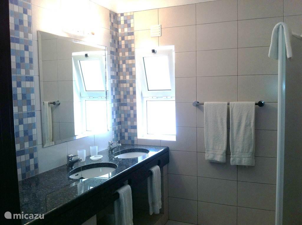 En suite badkamer 2 op begane grond, behorend bij slaapkamer 2