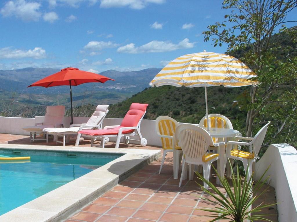 Nog vrij : 17-26 mei. Nu met 30% korting!!! En 2-8 juli met 10% korting! Boek nu. Geniet van een heerlijk huis met super uitzicht, wifi en zwembad.