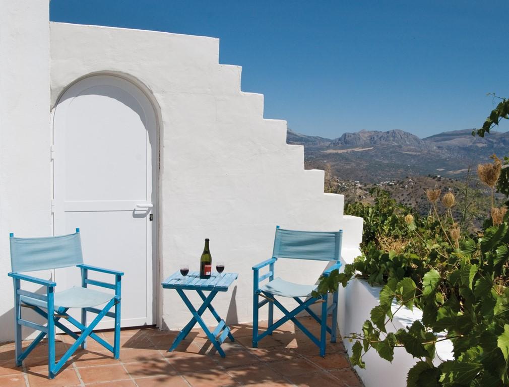 Nog 1 week in april vrij (paasvakantie week!!): 15-22 apr. Nu met 20% korting!!! Geniet van een heerlijk huis met dito uitzicht, met wifi en zwembad.