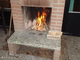 Ook buiten bij het vuur zitten