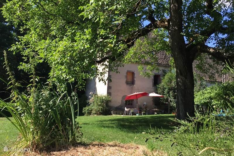 Vacation rental France, Puy-de-Dôme, Avèze Manor / Castle Maison de Chazelles