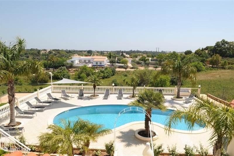 villa villa paraiso in carvoeiro algarve portugal mieten micazu. Black Bedroom Furniture Sets. Home Design Ideas