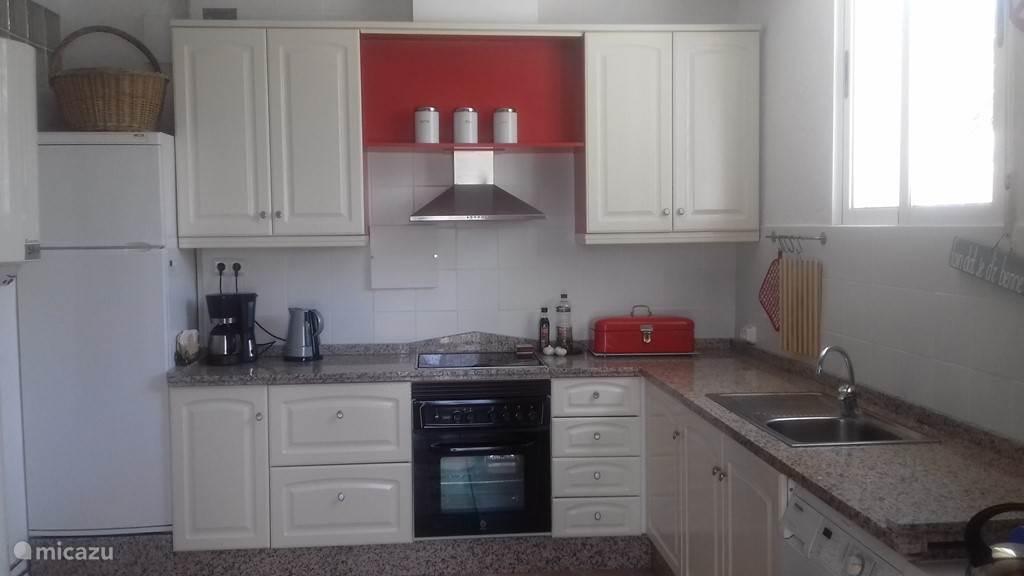 Nieuwe keuken in het appartement