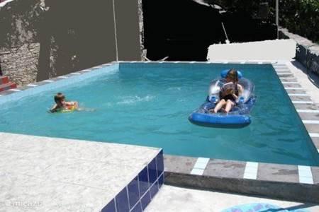 Vakantiehuis in costa de prata portugal huren - Ontwikkeling rond het zwembad ...