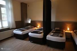 4 persoons grote slaapkamer met comfortabele boxsprings