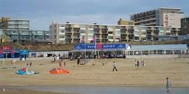 het heerlijke strand direct voor de deur, ook voor de watersporter