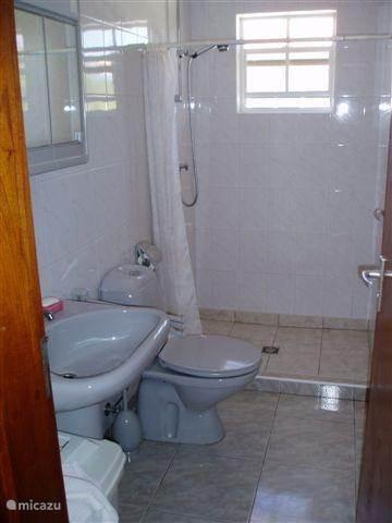 Schlafzimmer + Badezimmer
