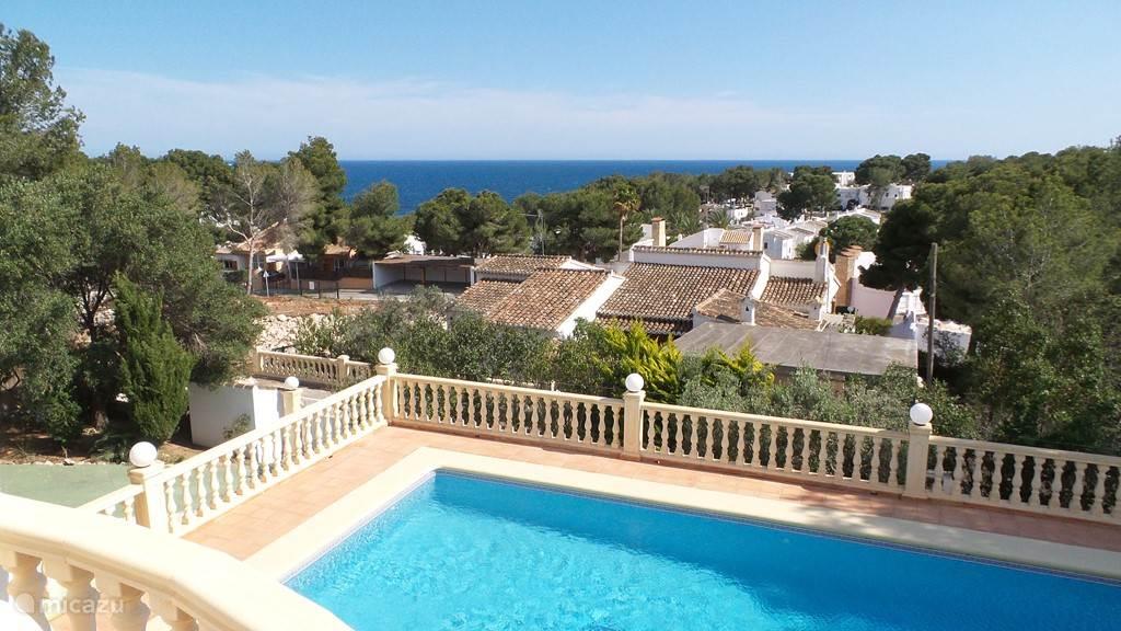 Uitzicht vanaf terras op Middellandse Zee