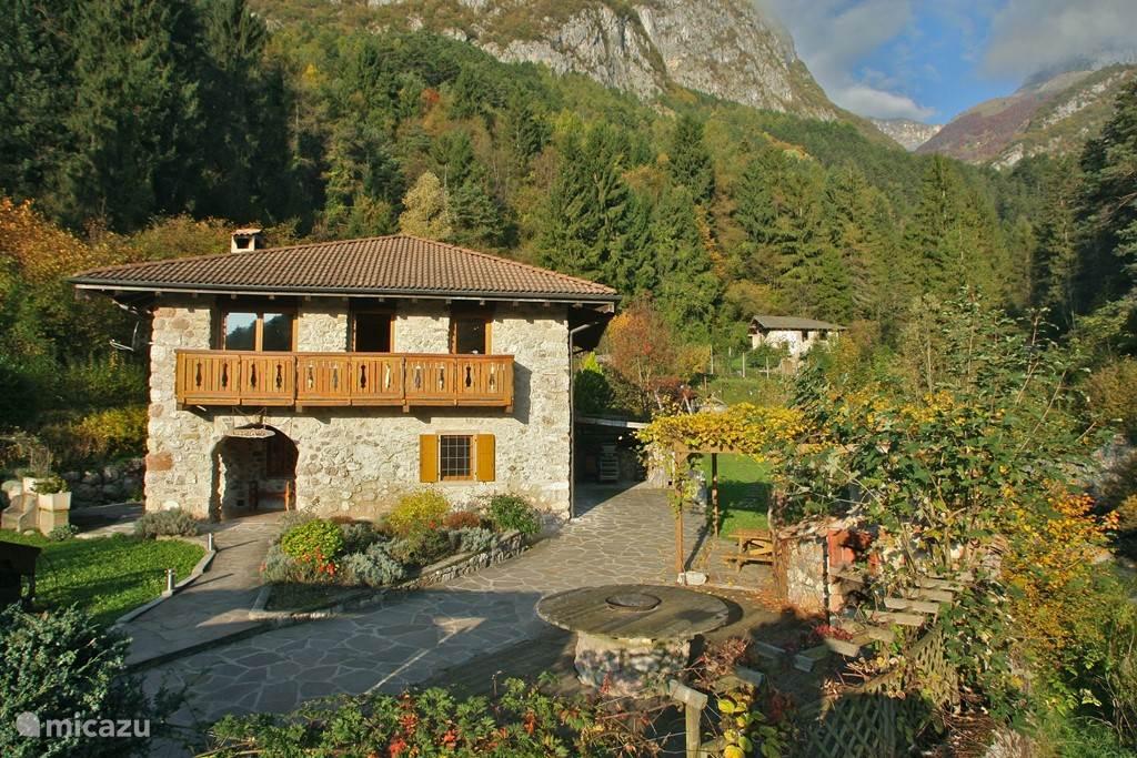 Rent la bella vita in andogno dolomites micazu for Vita house