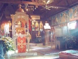 Byzantynse kerk in Chevetogne. Een kerk van de Grieks-orthodoxe Christenen is toch wel erg mooi.  Een mogelijke combinatie voor een dagtochtje is het bezoek aan het 'Provinciaals Domein' ook in Chevetogne. Een mooi opgezet park met thema-tuinen en speeltuinen.