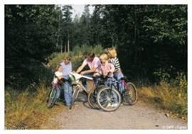 Op de mountainbike de natuur in. De fietsen kunt u dichtbij ons huis huren, maar ook eigen fietsen meenemen kunt u best proberen. Er zijn heuse fietspaden, en nog vlakke ook. Verschillende Yellow-Bird bezoekers maakten een tocht langs de Maas naar Namen of volgden de RAVEL-routes.