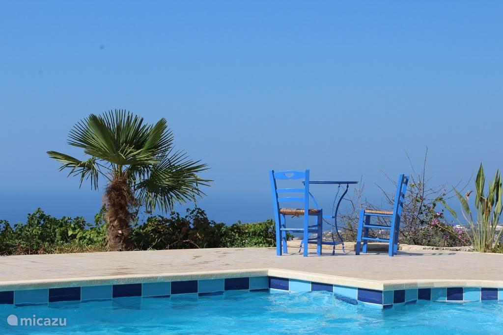 Het uitzicht vanuit het zwembad en terras is fenomenaal!