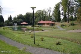 The spa gardens with a natural swimming pool and spacious sanitary facilities. Using it for our guests free of charge.