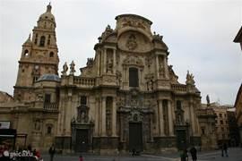 De kathedraal in Murcia is het bezoeken waard.