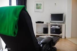 Penthouse appartement: tv met satellietontvanger (Nederlandse tv)