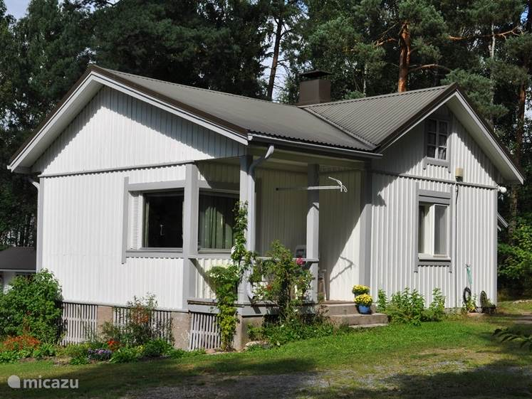HOUSE (80 m2) in wooded, rural setting on West Coast / Gulf of Bothnia, 200 m from the sea, beach and marina. Ideal for walking, cycling, (ice) fishing, water sports, skiing and as a stepping stone to Lapland (6 km. of main road Turku-Rovaniemi).