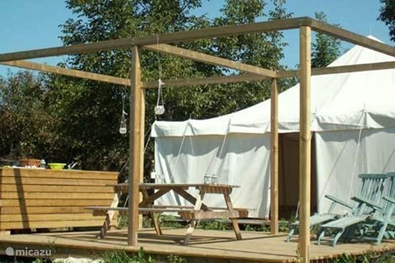 glamping safarizelt yurt haus zelt in coussac bonneval limousin frankreich mieten micazu. Black Bedroom Furniture Sets. Home Design Ideas