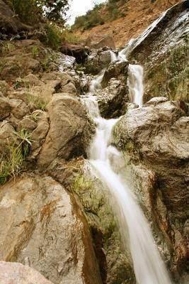 en genieten van de watervallen