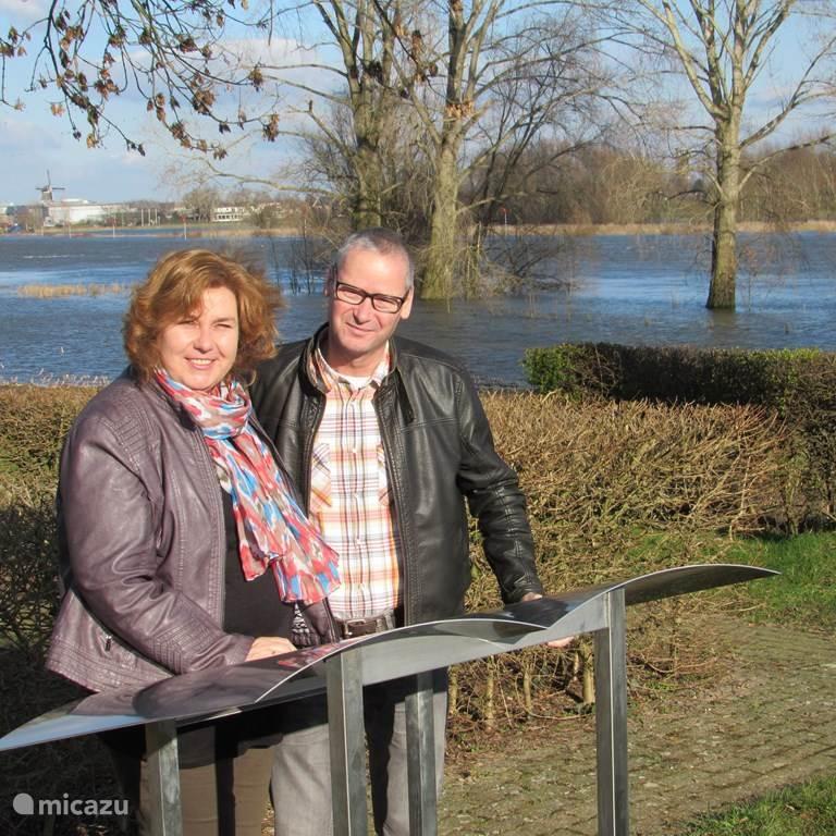 Betsy & Jan reinder Voois