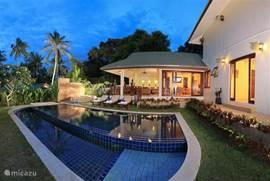 onze grootste villa met 3 (gast) gebouwen en 5 slaapkamers dubbel zwembad