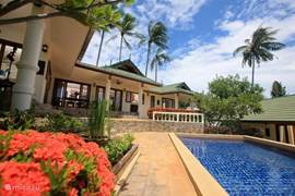 grand de luxe villa zwembad en tuin
