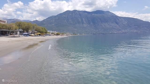 Het mooie strand van Kalamata 100 meter voor het appartement.