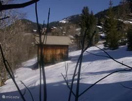 Winters uitzicht vanuit de rose slaapkamer.Ook vanuit deze slaapkamer een vrij uitzicht over de bergen