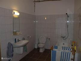 bathroom with bathtub and washing machine